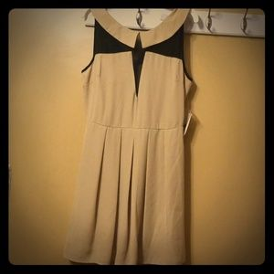 FOREVER 21  NUDE /BLACK SHORT LENGTHS DRESS/SMALL